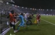 Video: Adriano tẩn cậu bé nhặt bóng (Corinthians vs Santos)