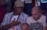 Video: Drogba gây chú ý ở Miami khi xem NBA