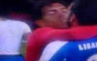 Video: Tevez ôm hôn Lisandro Lopez