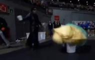 Video: 'Dị nhân' áo đen sút tung lưới Casillas và biểu diễn ảo thuật ăn mừng