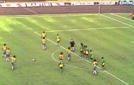 Khoảnh khắc World Cup: Đá phạt... thay đối thủ