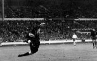 Khoảnh khắc World Cup: 'Phát súng' định mệnh của Sir Bobby Charlton (1966)