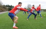 Cười đùa tập luyện, Pháo thủ lên nòng đợi Liverpool