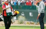 Golf 24/7: Golf thủ thóa mạ, sa thải caddie ngay trên sân