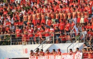 Fan Hải Phòng sơn lên ngực trần cổ vũ đội nhà thi đấu
