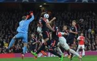 Dấu ấn người hùng - tội đồ của Neuer ở trận thua Arsenal
