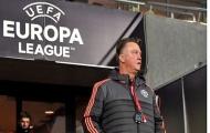 Louis van Gaal nghĩ gì khi CĐV của Man United bị 'chặt chém'?