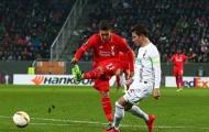 Augsburg cầm chân Liverpool, khép lại ngày tồi tệ của Premier League