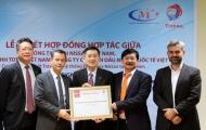 Nissan Việt Nam ký kết hợp đồng hợp tác chiến lược với hãng dầu nhớt Total