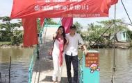 Vợ chồng Công Vinh xây cầu cho trẻ vùng sông nước