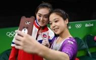 Hai nữ VĐV Hàn Quốc và Triều Tiên chụp ảnh 'tự sướng' cùng nhau