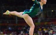Nữ VĐV thể dục dụng cụ khổ sở vì thân hình hộ pháp