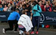 Màn cầu hôn lãng mạn của hai VĐV ở giải bán marathon lớn nhất thế giới