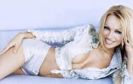 50 tuổi, siêu mẫu Pamela Anderson vẫn giữ được thần thái và thân hình quyến rũ