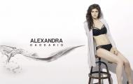 Bí quyết giữ dáng của nữ thần 'màn bạc' Alexandra, điểm khác biệt giúp cô lọt top 10 phụ nữ đẹp nhất