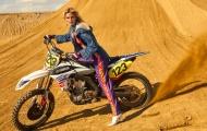 Mê hoặc hình ảnh 'Nữ hoàng sa mạc' thuần hóa chiến mã off-road