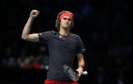 Đánh bại Isner, Zverev hẹn gặp Federer tại bán kết ATP Finals