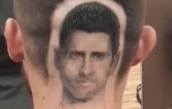 Fan Djokovic 'thửa' kiểu đầu theo hình thần tượng