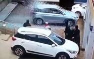 Nữ khách hàng lái thử xe 'oanh tạc' đại lý trong vòng vài giây