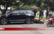 Không ghìm được cương 'chiến mã' PKL, nam thanh niên tông nát đuôi ô tô
