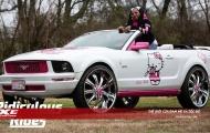 Vào tay các nàng thì 'ngựa hoang' Mustang cũng phải biến thành 'mèo ngoan' Hello Kitty