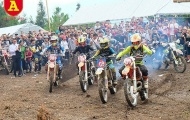 Kịch tính 'Giải đua xe mô tô, ô tô địa hình' tại Hà Giang chào lễ 30/4