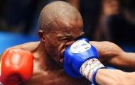 Bị đấm lệch cả mặt, võ sĩ Nam Phi vẫn ngược dòng chiến thắng