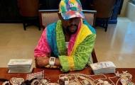 Mayweather khoe của, hứa tặng 10.000 USD cho người hâm mộ