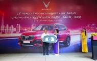 Ngoài Kia và Hyundai, HLV Park Hang-Seo tiếp tục được tặng xế sang Vinfast Lux