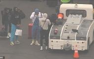 Kobe Bryant ra đi, Lebron James bật khóc và gần như sụp đổ nơi phi trường