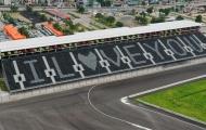 Khán đài đường đua F1 đổi màu, hiện chữ 'I love you'
