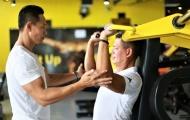 Phạm Hy hướng dẫn Bình Minh cách tăng cơ vai và ngực trong 2 tháng
