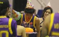 """""""Sát thủ"""" của HCMC Wings choáng với màn chúc mừng sinh nhật tại VBA"""