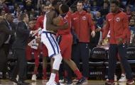 Draymond Green đấu vật với Bradley Beal, Warriors suýt thua Wizards trên sân nhà