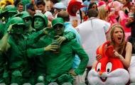 Người hâm mộ bóng bầu dục hóa trang sặc sỡ tại giải thi đấu Hong Kong