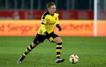 Tâng kẹo cao su như Oezil, sao trẻ Dortmund khiến dân mạng 'lắc mắt'