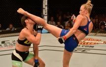 Video Holly Holm hạ knock-out thần thánh ở UFC FN 111