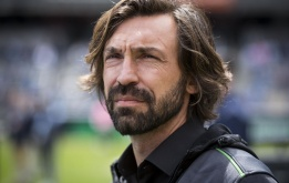 Thay Chiellini, Juventus bất ngờ nhắm trung vệ của Barca