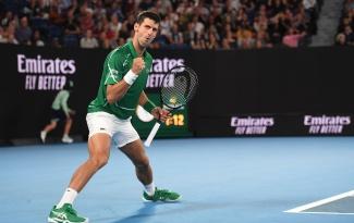 Novak Djokovic thua set đầu tiên ngày ra quân Australian Open kể từ năm 2006
