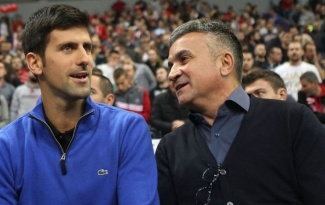 Bố Novak Djokovic: Roger Federer ghen tị với con trai tôi
