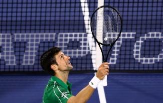 Nối dài mạch toàn thắng lên con số 19, Novak Djokovic vào bán kết Dubai Championships