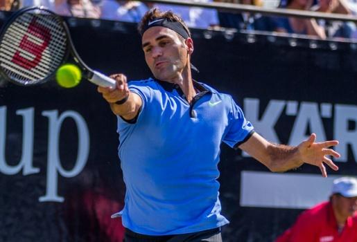 Video Federer ngã ngựa ở vòng 2 Stuttgart 2017
