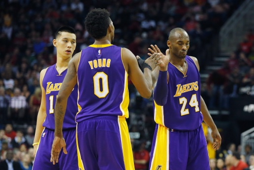 la-sp-ln-kobe-bryant-nick-young-trash-talking-20141211