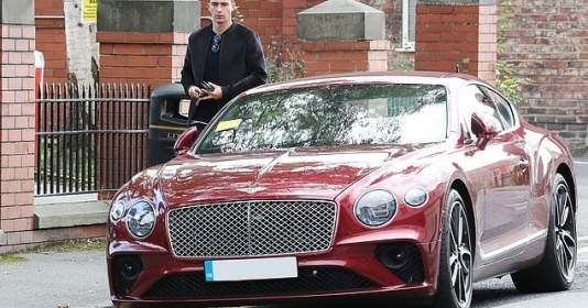 Sao thất sủng Man United bị phạt vì chiếc Bentley 140.000 bảng mới mua