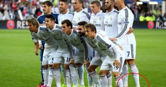 """TIẾT LỘ: Sao Arsenal bắt chước """"phong cách Ronaldo"""" ngày chụp kỷ yếu"""