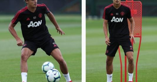 Tom Sang, cánh chim lạ xuất hiện trong buổi tập của Man Utd là ai?