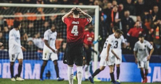 Man Utd và Phil Jones tái lặp điều tồi tệ sau 7 năm tại Champions League