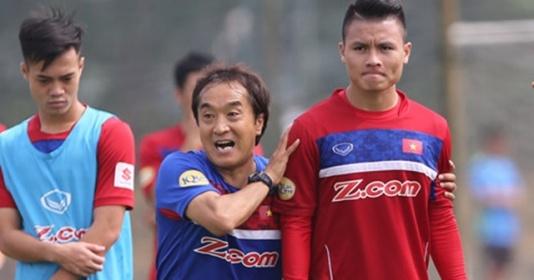 """Trợ lý Lee Young-jin: """"Tôi muốn dạy cho cầu thủ Việt Nam nhiều hơn nữa"""""""