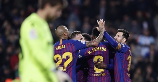 'Thần rùa' hiển linh tại Camp Nou, Barca ngược dòng giành vé vào Tứ kết