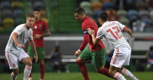 Ronaldo bùng nổ khiến Tây Ban Nha chao đảo, Bồ Đào Nha vẫn cay đắng vì thần hộ mệnh